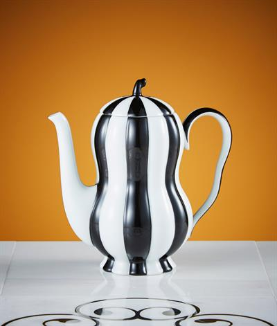 Hoffmann Coffee Pot in Black And White